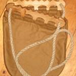 Tasche mit Holzbügeln