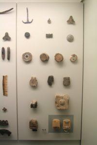 Aus der alten Ausstellung im Wikingermuseum Haithabu: Zinnschmuck und Gussformen.